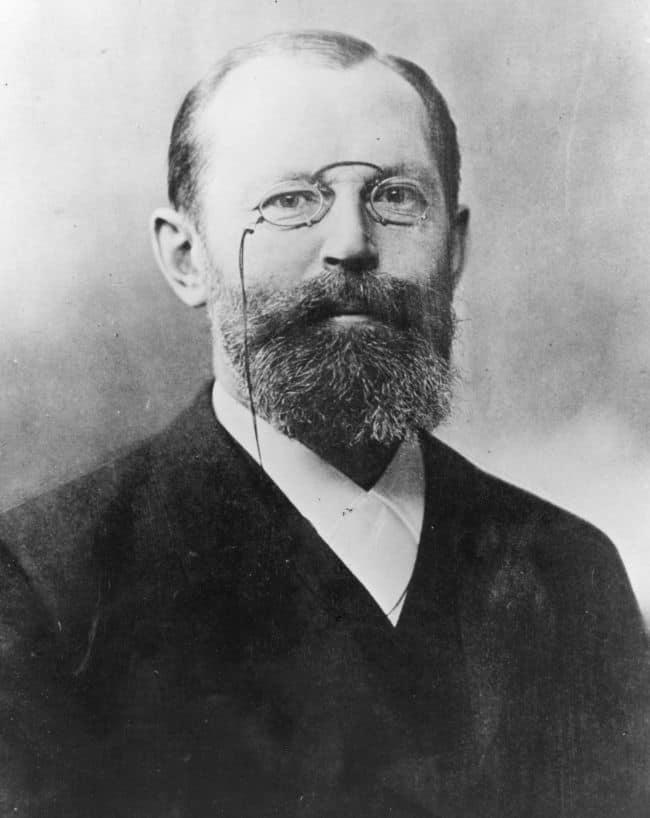 Emil Fischer, ilmuwan Jerman peraih hadiah Nobel kimia tahu 1902 atas penemuannya tentang struktur aldehida bentuk rantai terbuka dari glukosa.
